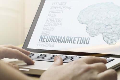 Præsentation på computer om neuromarketing