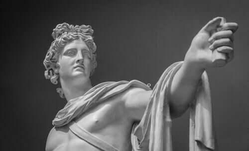 Skulptur af græsk gud