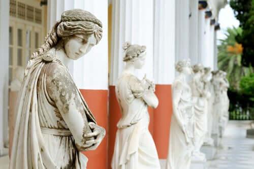 Skulpturer af kvinder