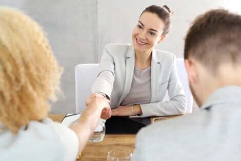 Folk, der snakker med terapeut