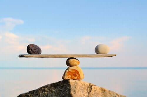 Vippebræt med to sten