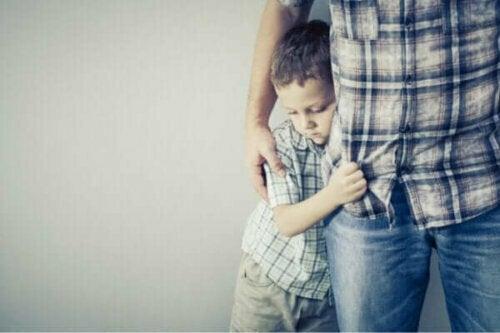 Sådan skal du reagere, når dit barn er bange