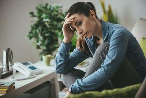 Bekymret kvinde