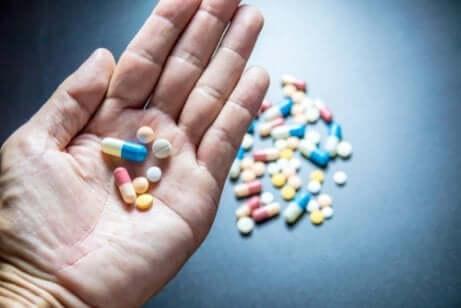 Angstdæmpende stoffer i hånd