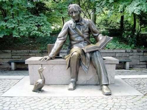 Statue af Hans Christian Andersen