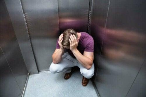 Elevatorfobi: Årsager og symptomer