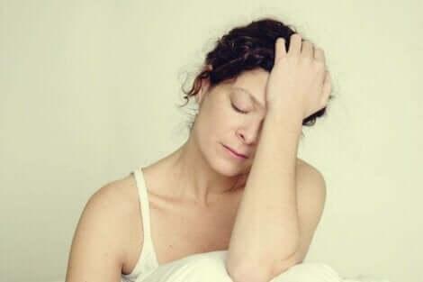 Kvinde oplever, at angst gør dig træt