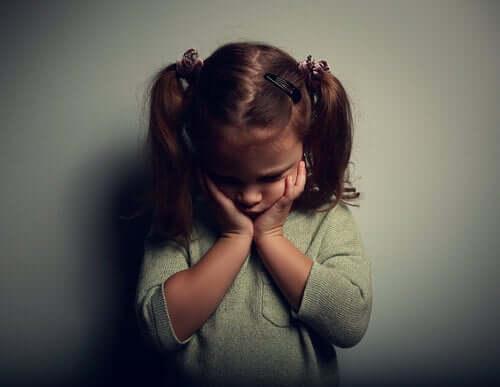 Trist lille pige