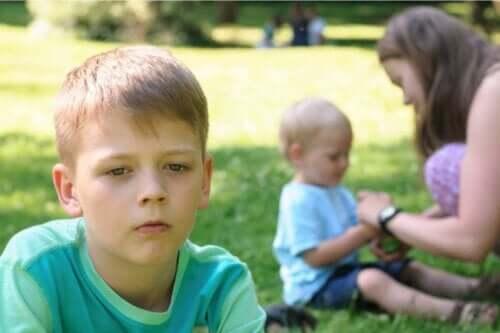 Barn der mangler opmærksomhed er resultatet af at ignorere jalousi hos børn