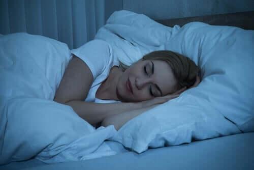 Kvinde, der sover