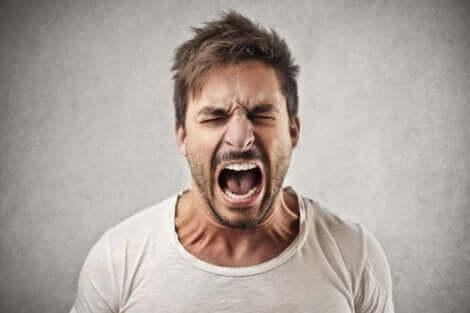 Mand, der råber