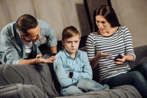Forældre skælder dreng ud