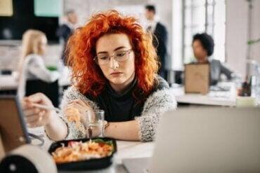 Når man spiser af kedsomhed: Hvad er det og hvorfor sker det?