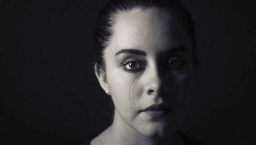 Kvinde, der græder