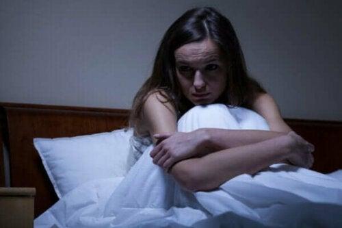 Årsager til og behandling af angst om aftenen