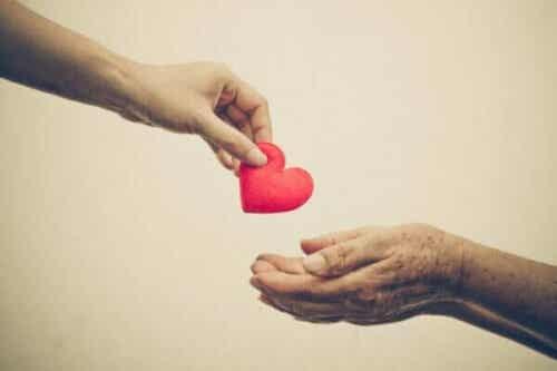 Prosocial adfærd: Hjælper du andre af empati eller angst?