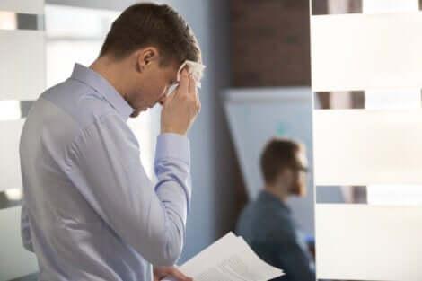 Mand, der er nervøs før møde