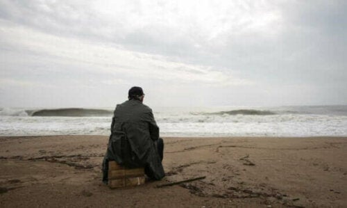 Person, der sidder på strand
