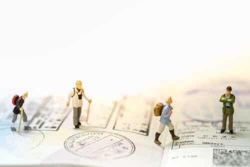 Rejsende figurer på et pas