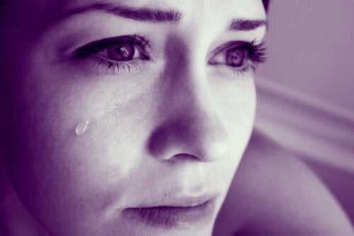 Kvinde græder