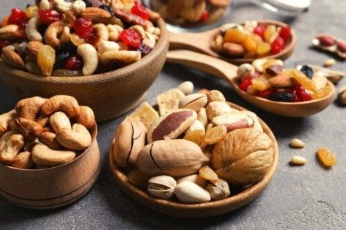 Nødder og tørret frugt øger energiniveauerne