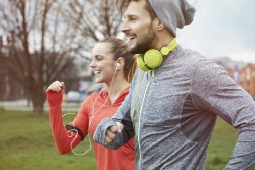 Fysisk træning gør os lykkeligere end penge, hævder videnskaben