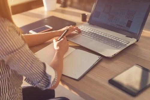 Fordele og ulemper ved online undervisning