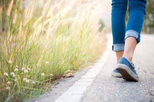 Nærbillede af ben på gåtur