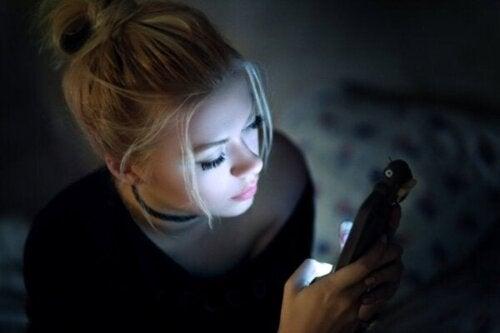 Sociale medier lindrer ikke kedsomhed ifølge videnskaben
