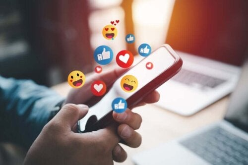 Sociale medier på telefon