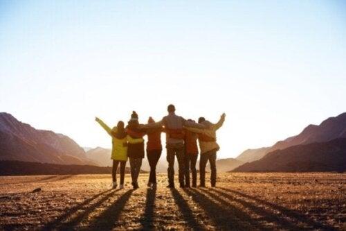 Tilhørsforhold til en social gruppe forbedrer dit helbred og din lykke